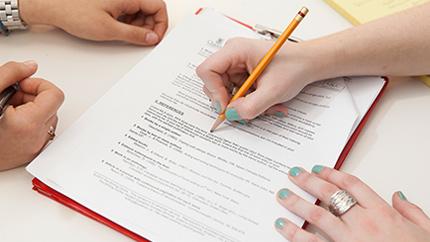 Photo of اخذ رضایت نامه و برائت نامه از بیمار و قوانین حقوقی آن